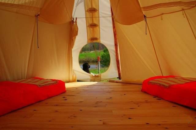 Dormir dans un tipi la t te sous les toiles - Dormir la tete a l est ...
