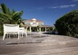 la terrasse autour de la piscine