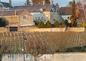 Grande maison en pierre depuis les vignes