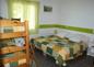 Chambre verte triple modulable, ici 1 lit double et lits superposés