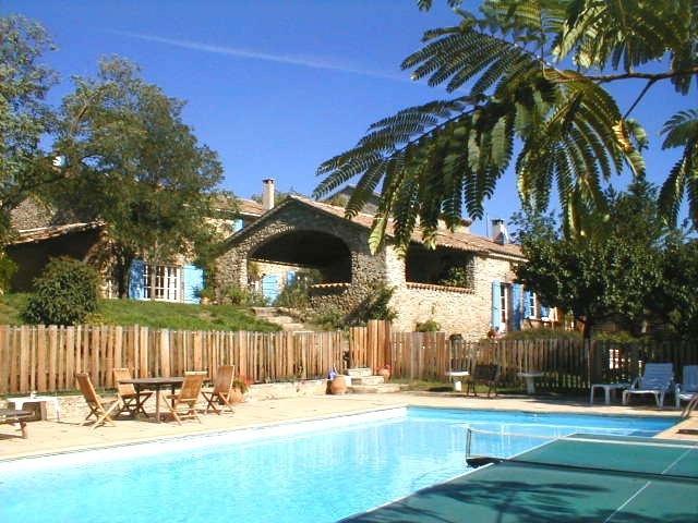 G te g te de charme le jas des sagni res gite piscine for Gite provence piscine
