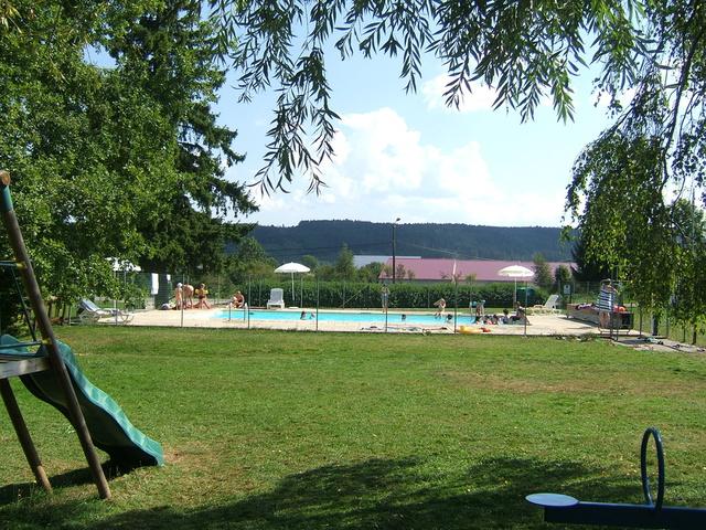 G te les chalets de la for t gite piscine franche comt for Camping franche comte avec piscine