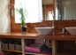 la salle d'eau du bas, grande douche 110x100 en galets et béton ciré